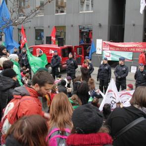 « Non à l'austérité », manifestation du secteur socioculturel devant les Cabinets des ministres de la Fédération Wallonie-Bruxelles, le 18 décembre 2013 © Diana LUCIC