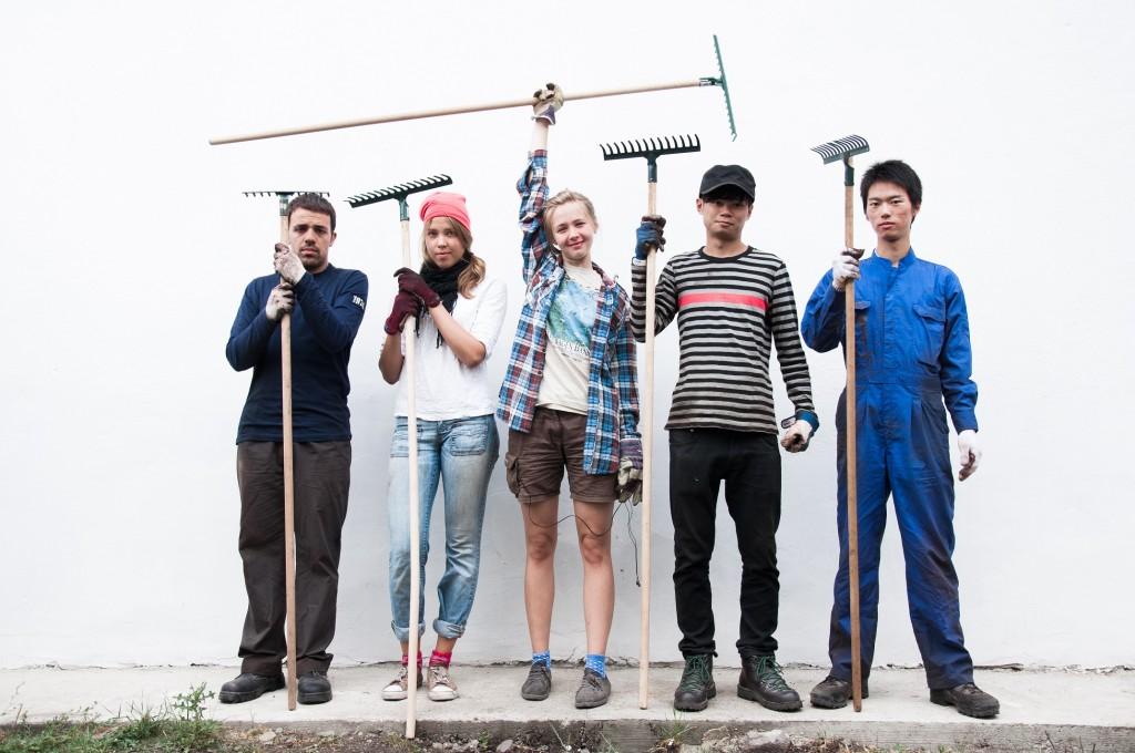 """Photo gagnante du concours """"travail, chantier, volontariat"""" des Compagnons Bâtisseurs (CB). Unep hoto singée Sarah Crisci (28 ans) ici en Slovaquie..."""