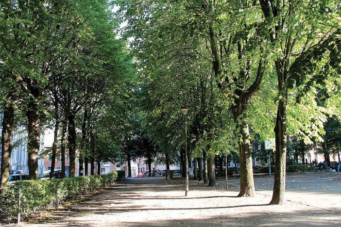1280px-0_Mons_-_Place_du_Parc_(1)